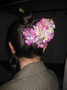 Let's all wear fresh flowers in our hair!