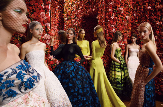 l_exposition_christian_dior_haute_couture____p__kin_488790753_north_545x