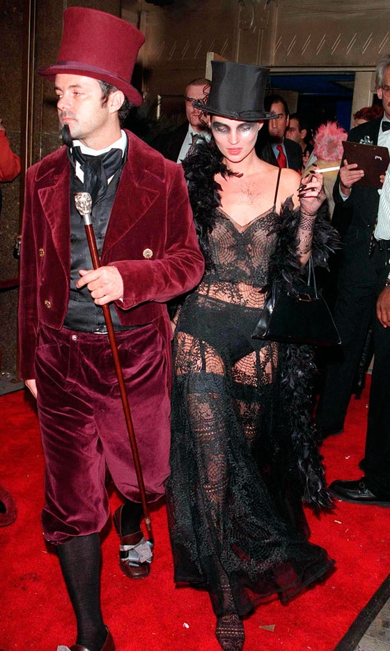 kate-moss-at-the-supper-club_s-halloween-party-in-new-york-in-1997